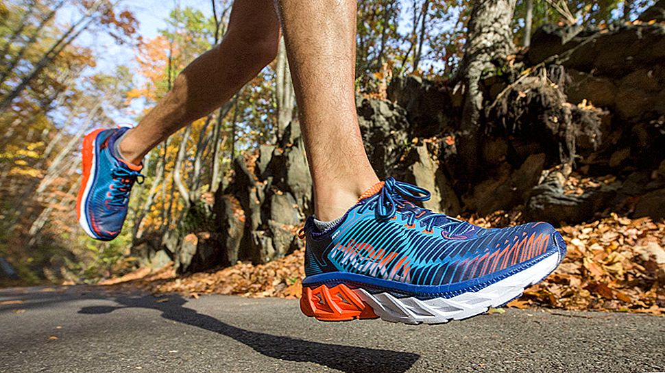 Hoka One One Arahi Running Shoe Review: Bulked-Up Stabilitet för långa körningar